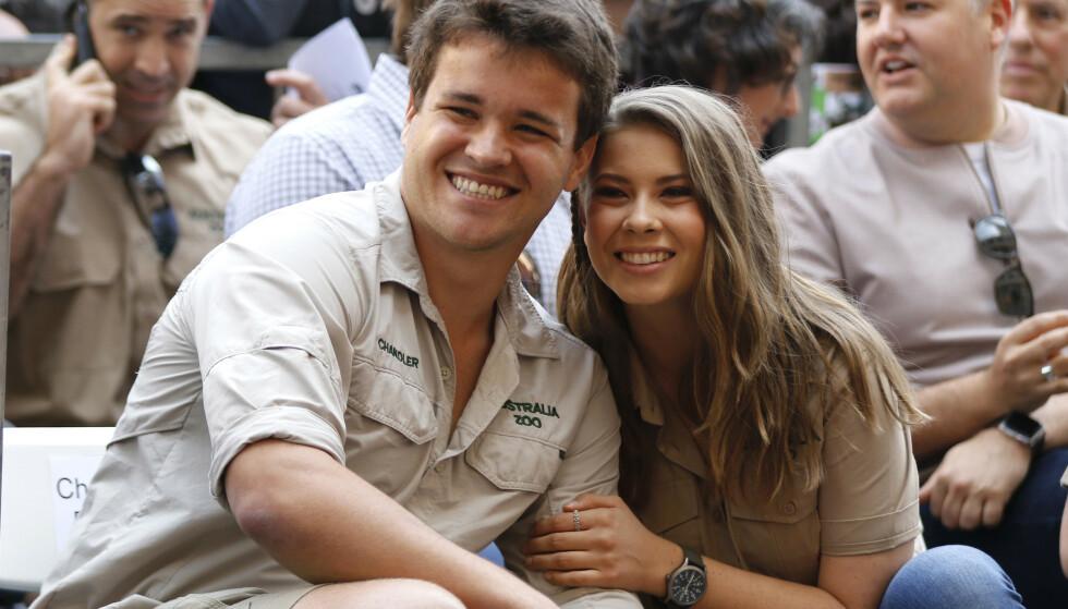 GIFT: Bindi Irwin giftet seg med sin Chandler Powell i mars. Hun er datter av den avdøde krokodillejegeren Steve Irwin, og hyller faren på en helt speisell måte. Foto: NTB scanpix