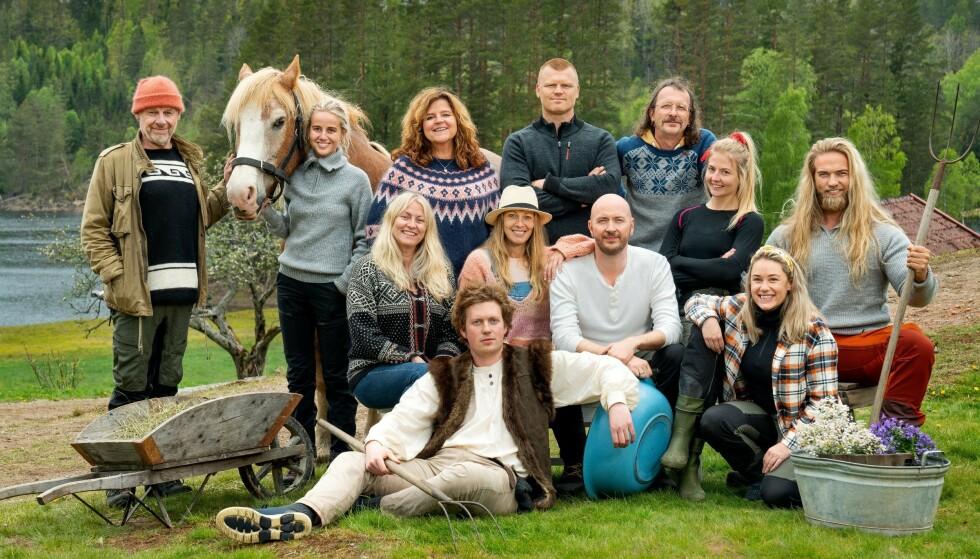 KORT OPPHOLD: Ida Fladen (foran t.h.) måtte trekke seg fra «Farmen kjendis» som følge av sykdom. Foto: Espen Solli/ TV 2