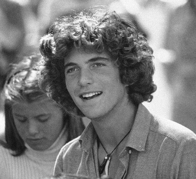 ETTERTRAKTET UNGKAR: Student John F. Kennedy Jr. på Brown University i 1979. Da er han 19 år. Kjekkasen var en populær kar blant damene. Foto: Constance Brown / AP / NTB