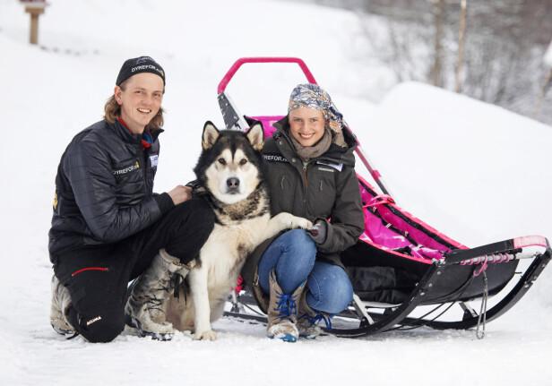 EN LIVSSTIL: Marthe og Jan-Kåre koste seg på tur med hundene. Her med Kyaque. Foto: Morten Eik/Se og Hør