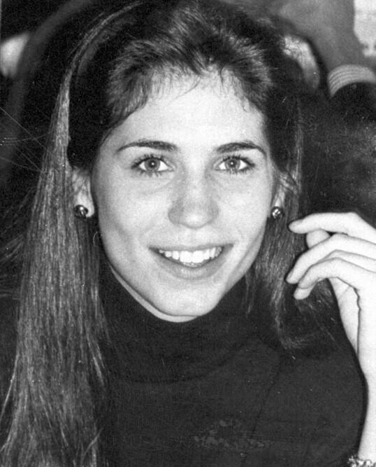 OMKOM: Carolyns storesøster Lauren Bessette ble bare 34 år. Hun døde også i flyulykken, og etterlot seg tvillingsøsteren Lisa. Foto: AP / NTB