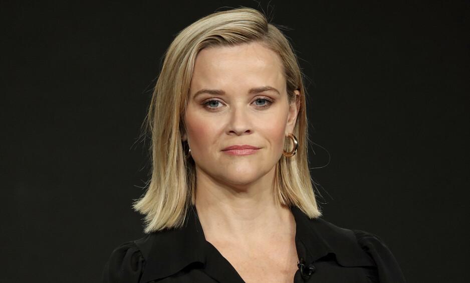 SAKSØKT: Det var nok neppe et søksmål Hollywood-stjernen Reese Witherspoon hadde sett for seg når hun besluttet å dele ut 250 gratis kjoler til lærere. Foto: NTB Scanpix