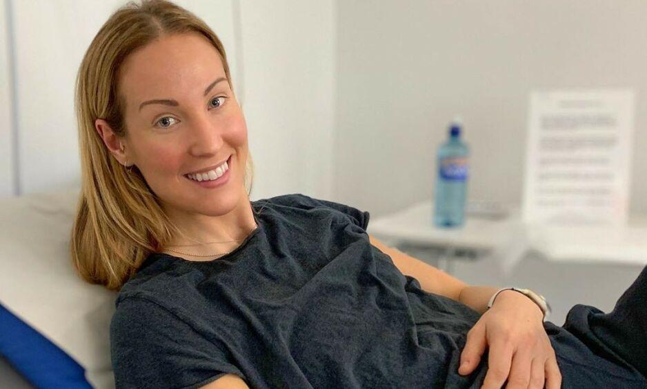 KJEMPER: Elin Kjos har den siste tiden gått til behandling mot en kreftdiagnose det ikke finnes noen kur mot. Om en måned vet hun om den fungerer. Foto: Privat, gjengitt med tillatelse