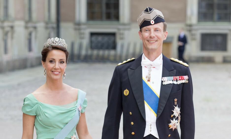 VEKKER OPPSIKT: Om prins Joachim skal få beholde apanasjen de neste tre åra i sin nye stilling som forsvarsattaché, framfor å bli lønnet av forsvaret, er det svært delte meninger om blant de danske partiene. Her avbildet med kona, prinsesse Marie. Foto: NTB Scanpix