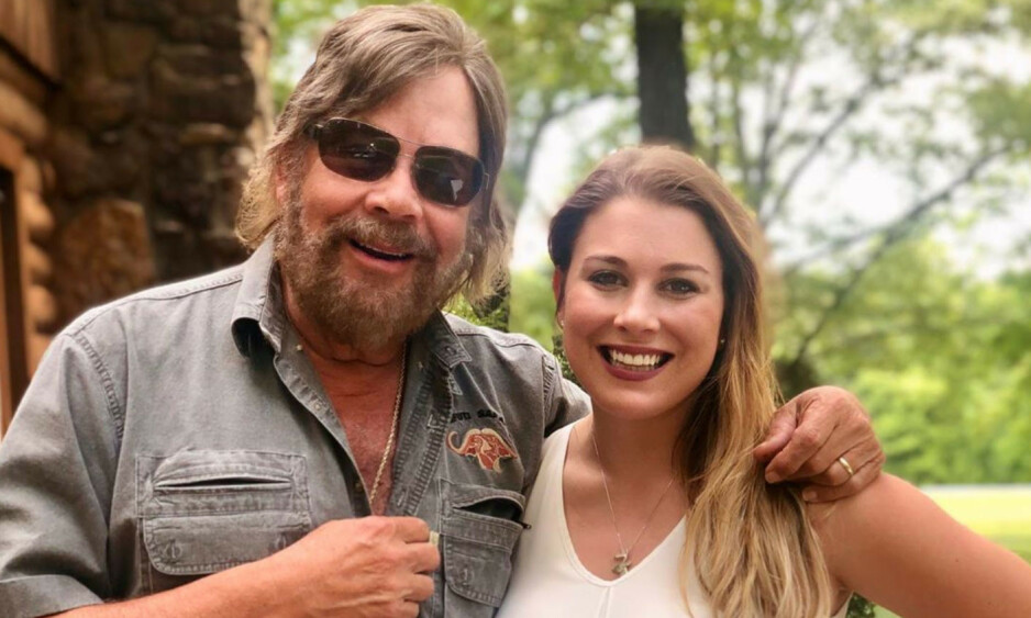 DØD: Datteren til den amerikanske countryartisten Hank Williams jr., Kathrine Williams-Dunning, døde i en bilulykke i helgen. Hun ble bare 27 år. Foto: Instagram / Privat