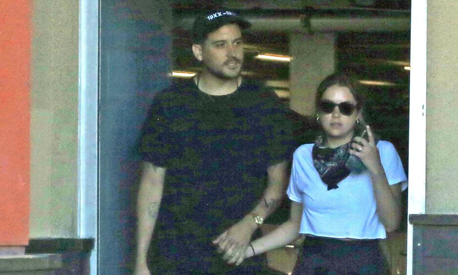 HÅND I HÅND: I helgen ble Ashley Benson og G-Eazy observert sammen i Los Angeles, og stemningen så ut til å være god - på tross av oppstyret rundt bruddet mellom henne og Cara Delevingne. Foto: NTB scanpix