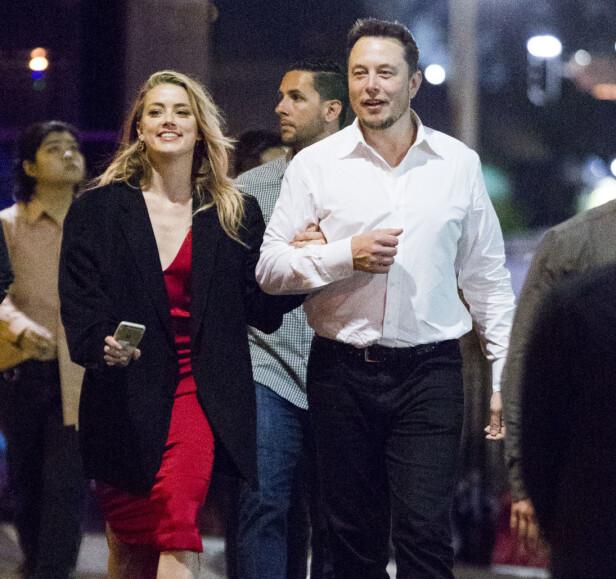 <strong>ROMANSE:</strong> Her er Amber Heard og Elon Musk avbildet sammen i mai i 2017. Foto: NTB Scanpix