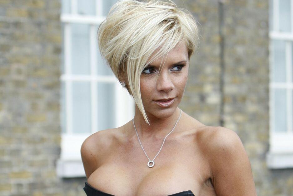 ÆRLIG: Til The Guardian svarer Victoria Beckham på spørsmål fra motestudenter fra hele Storbritannia. Der kommer det fram hva som skjulte seg bak de tettsittende antrekkene hun ofte bar på scenen da hun opptrådte med Spice Girls. Foto: NTB Scanpix