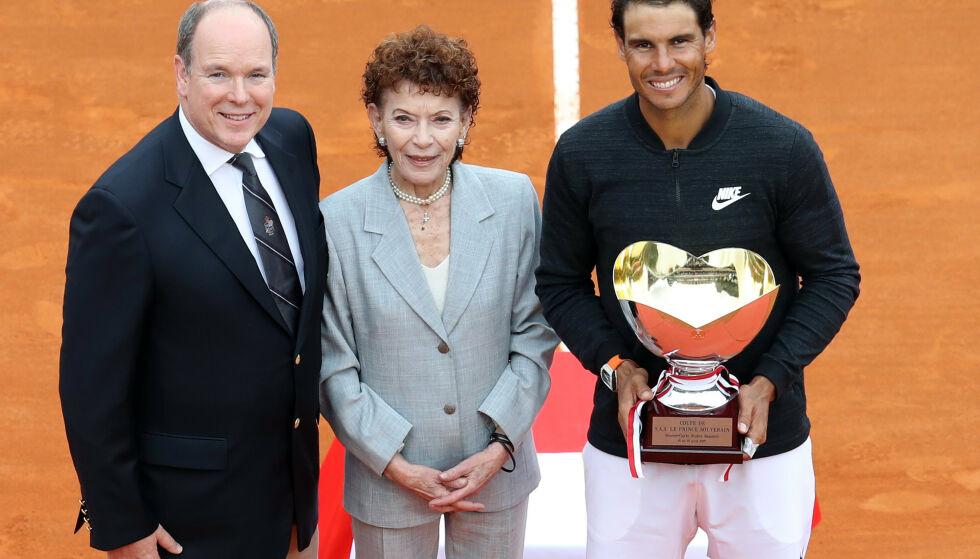 DØD: Baronesse Elizabeth-Ann de Massy døde den 10. juni, 73 år gammel. Her er hun fotografert med fyrst Albert og tennisstjernen Rafael Nadal i 2017.Foto: NTB scanpix