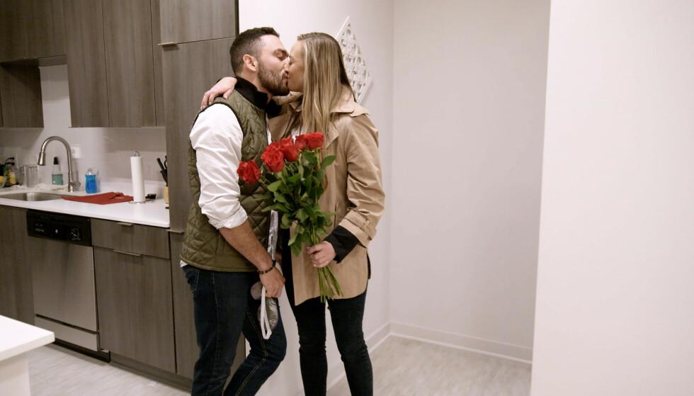 FORLATT: Mark Cuevas og Jessica Batten forelsket seg under innspilling, men da de skulle gifte seg innså sistnevnte at aldersforskjellen på ti år ble for tøff. Foto: Netflix