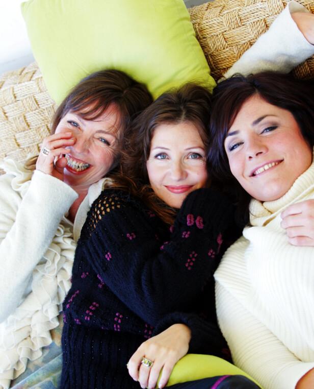 I STRID: Skorgan (t.v) og Eriksen (i midten) utgjorde en gang i tida trioen Queen Bees sammen med Marianne Antonsen (t.h). Nå har de møttes i retten. Her fotografert i 2005. Foto: NTB scanpix