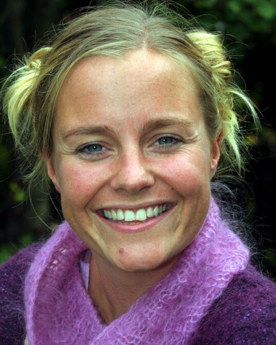 INN I RAMPELYSET: Manges første møte med Solveig Kloppen var i 2000, da hun ledet «Mandagsklubben». Samme år fikk hun også i oppdrag å lede ungdomsprogrammet «Trigger» på NRK, sammen med Thomas Numme. Foto: Terje Bendiksby / NTB Scanpix
