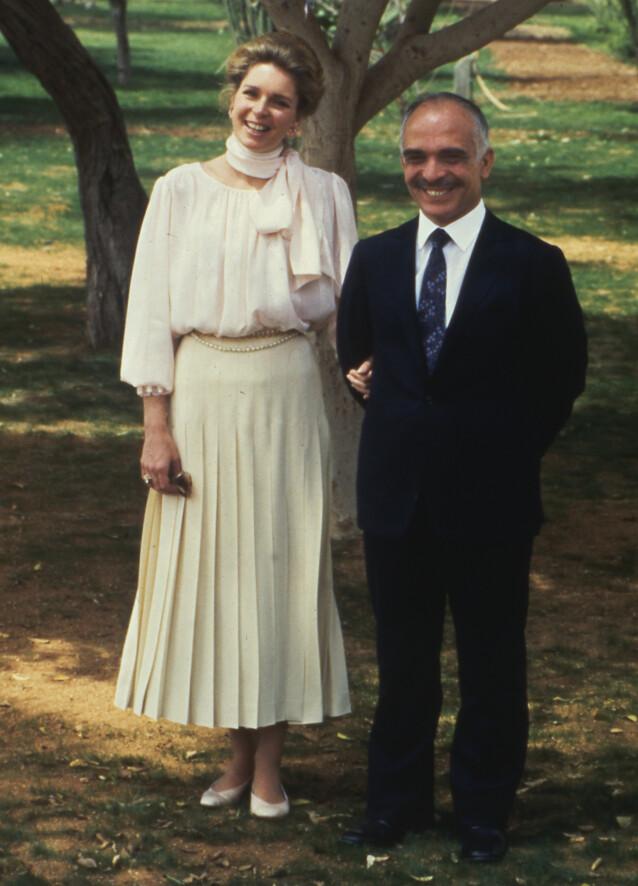 ENKE: Dronning Noor opplevde å miste sin kjære ektemann, kong Hussein av Jordan, i 1999. Her er de to avbildet i 1984. Foto: NTB Scanpix