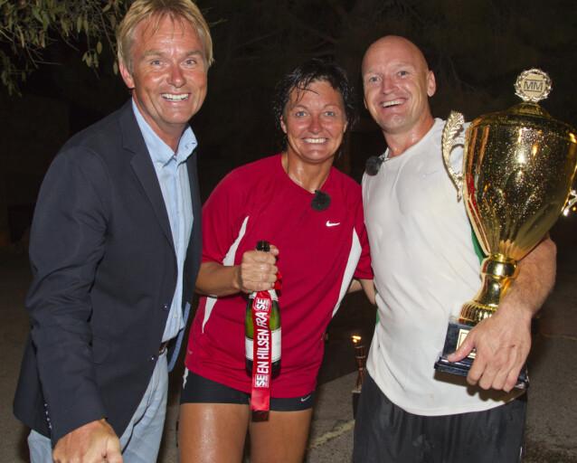 Finn Christian Jagge sammen med Trine Haltvik og programleder Dag Erik Pedersen etter seieren i «Mesternes mester» i 2011. Foto: Morten Eik/ Se og Hør