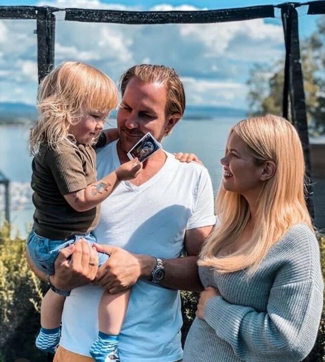 FAMILIEFORØKELSE: Julianne og Ulrik Nygård avslørte familieforøkelsen med dette bildet på Instagram. Foto: Privat