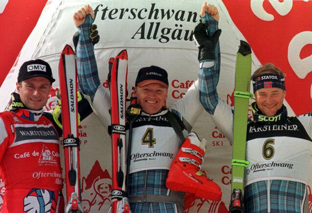 PÅ PALLEN: Finn Christian Jagge (midten) og Kjetil André Aamodt (t.h.) sammen med Thomas Stangassinger fra Østerrike under verdenscupen i alpint i 1999. Foto: Reuters/ NTB scanpix