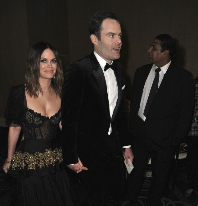 HÅND I HÅND: Under Golden Globe-utdelingen tidligere i år ble Rachel Bilson og Bill Hader avbildet mens de leide hender. Foto: NTB Scanpix