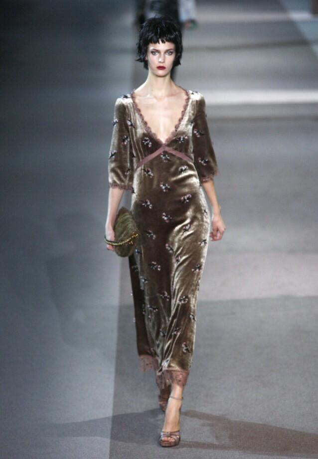 PÅ CATWALKEN: Her er daværende Kendra Spears avbildet i 2013 på catwalken for Louis Vuitton. Foto: NTB Scanpix