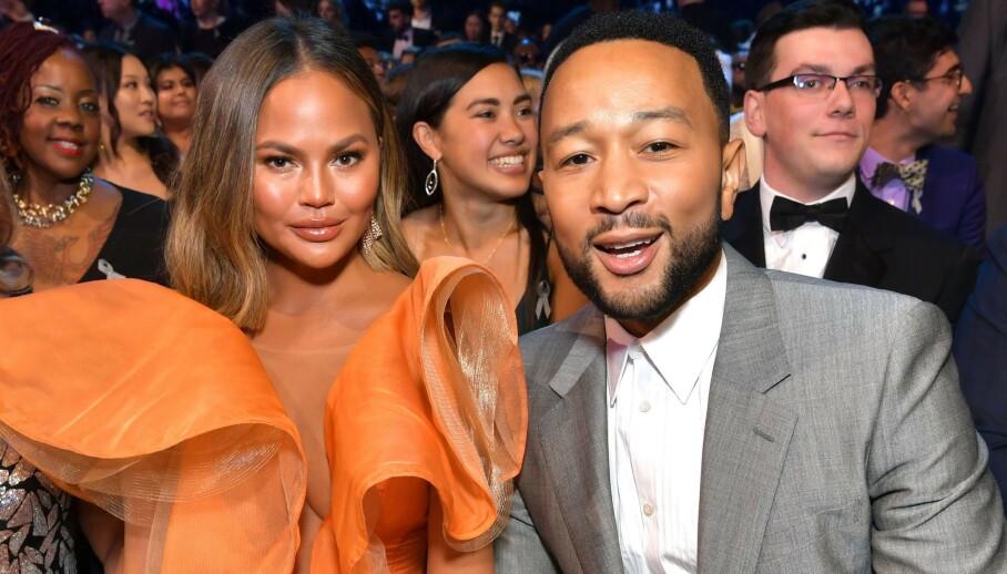 ÆRLIG: John Legend åpner seg om sin fortid med utroskap, fra før han møtte kona Chrissy Teigen. Her er de to sammen på Grammy Awards i januar. Foto: NTB Scanpix