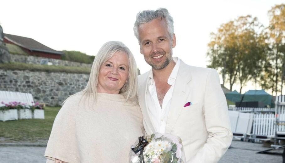 MOR OG SØNN: Ari Behn hadde et godt forhold til moren, Marianne Behn. Nå forteller hun åpenhjertig om tiden etter sønnens selvmord 1. juledag i fjor. Foto: Andreas Fadum / Se og Hør