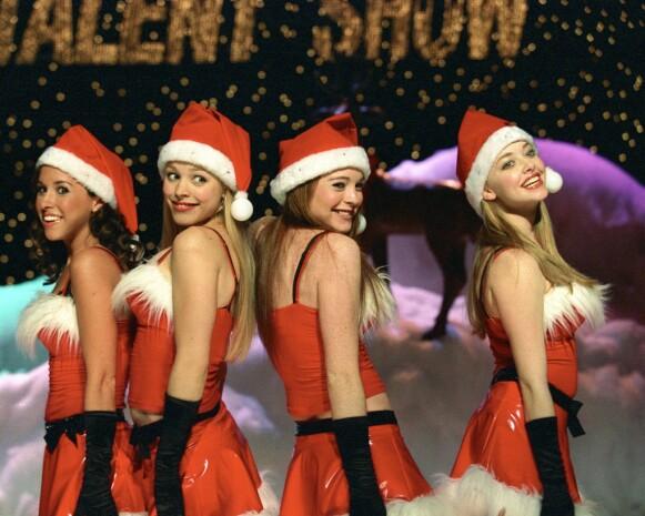 PÅ SCENEN: Slik så stjernene ut da de fremførte julesangen «Jingle Bells» i én av filmscenene. Foto: Michael Gibson / Paramount / Kobal / REX / NTB