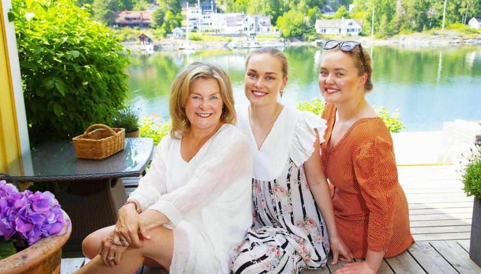 SOMMERLYKKE: Elisabeth Andreassen nyter sommeren sammen med døtrene Nora og Anna på hytta på Brønnøya. Her lever minnene etter pappa Tor – samtidig som de tre skaper nye, fine minner.