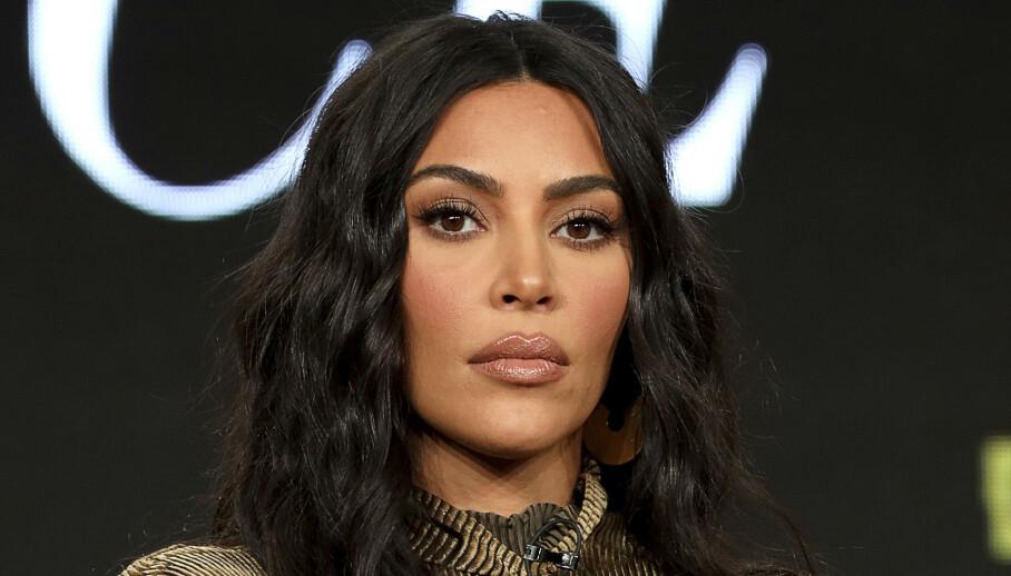 TAUS: Internett har tatt fyr etter at Kanye West (43) skrev på Twitter at han ville skilles fra kona, Kim Kardashian (39). Selv har Kardashian til gode å kommentere sjokk-uttalelsene. Foto: NTB Scanpix