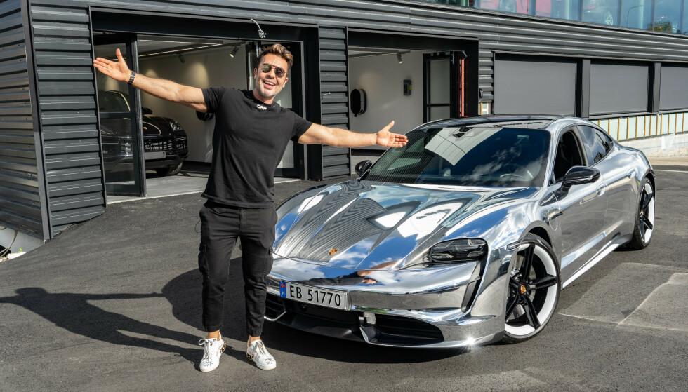 STOLT BILEIER: Se og Hør var med da Jan Thomas fikk overlevert sin splitter nye Porsche Taycan. Foto: Elin Jelsnes / Porsche Center Oslo