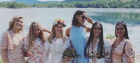 Deler bilder fra bryllupsfesten