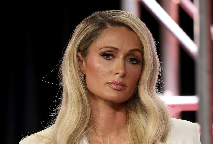 TØFT: Paris Hilton har nå valgt å åpne seg om de vanskeligere hendelsene som skjedde da hun var tenåring. Det har vært alt annet enn enkelt, forklarer hun. Foto: NTB Scanpix