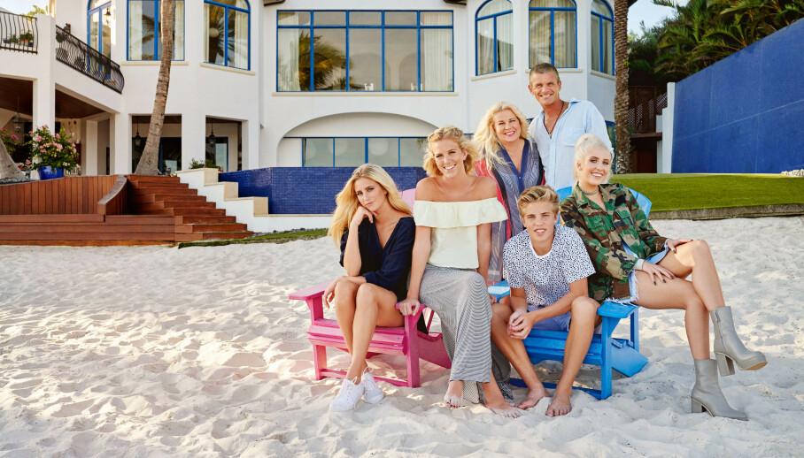 TIL SALGS: Familien Parneviks luksusvilla ligger ute til salgs med en prislapp på 100 millioner svenske kroner. Foto: TV3 / Linus Hallsenius