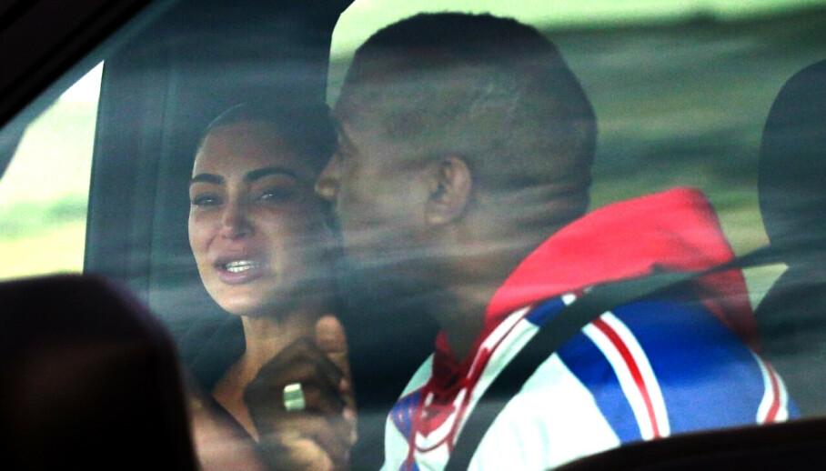 GRÅTER: Mandag ble Kim Kardashian og Kanye West fotografert mens de snakket sammen i en bil - og da tok Kim Kardashian til tårene. Foto: NTB Scanpix