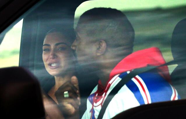 GRÅT: Kim Kardashian brast ut i gråt da hun møtte ektemannen Kanye West for en prat i en bil tidligere i uken. Foto: NTB Scanpix