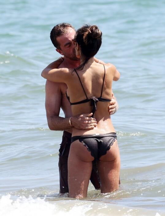 KLINTE TIL: Jordana Brewster og Mason Morfit i het omfavnelse. Foto: NTB Scanpix