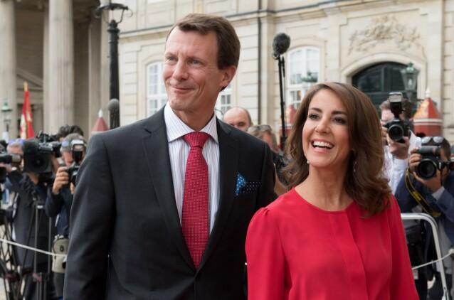 KONA VED SIN SIDE: Prinsesse Marie har stått fjellstøtt ved mannens side etter at han ble operert for blodpropp forrige helg. Foto: NTB Scanpix