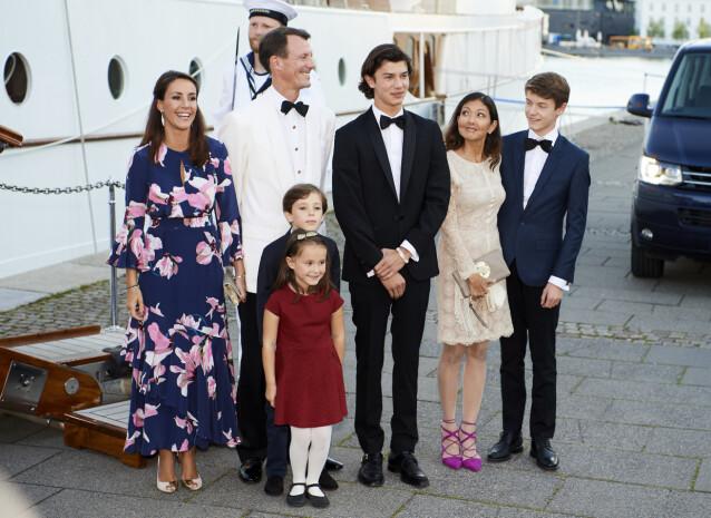 FEIRET FELIX: Bare et par dager før Joacim ble lagt inn med blodpropp, feiret familien prins Felix sin 18-årsdag. Her er familien i 2017 - med prins Joachims ekskone grevinne Alexandra, som ofte er å se med familien. Foto: NTB Scanpix