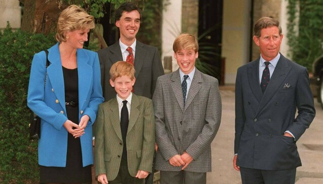 LYKKELIGE: William og Harry var tilsynelatende svært lykkelige barn før alt raknet. Her er familien fotografert i 1995, to år før dødsulykka. Foto: NTB Scanpix