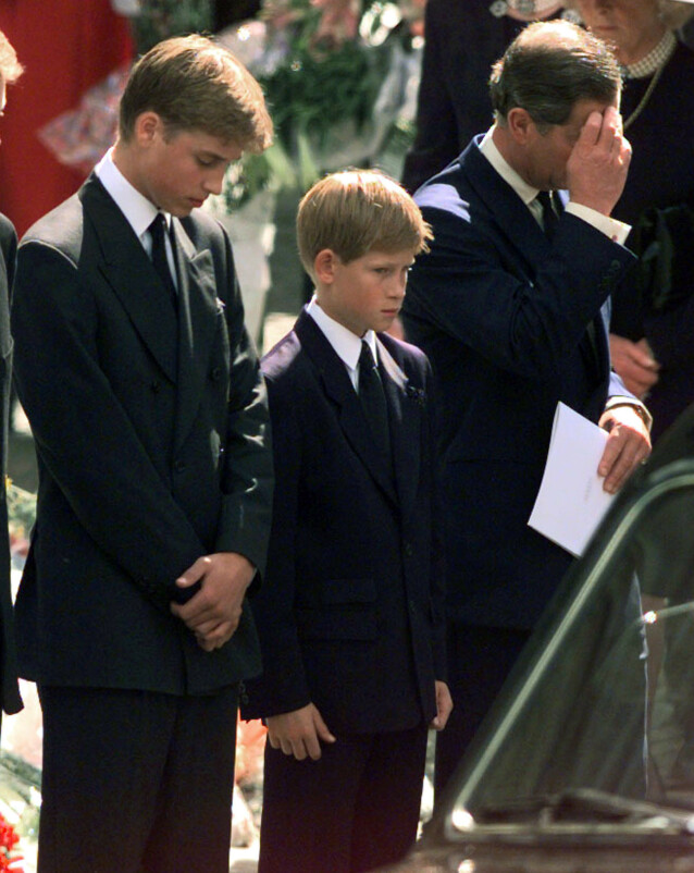 BEGRAVET: 2,5 milliarder mennesker fulgte Dianas begravelse i 1997. Manges øyne var imidlertid rettet mot sønnene hennes, William og Harry. Foto: NTB Scanpix