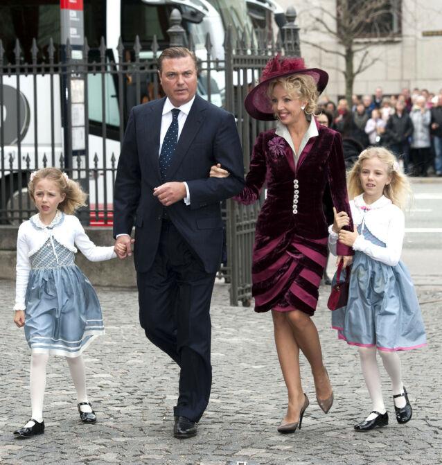 I OFFENTLIGHETEN: I 2011 dukket prins Carlo, kona Camilla og de to døtrene opp i København, da kronprins Frederik og prinsesse Marie skulle døpe tvillingene sine. Foto: NTB Scanpix