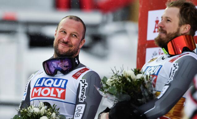 LA SKIENE PÅ HYLLA: Aksel Lund Svindal tok sølv under sitt siste renn i Åre i fjor. Her sammen med Kjetil Jansrud som kapret gullmedaljen. Foto: NTB Scanpix