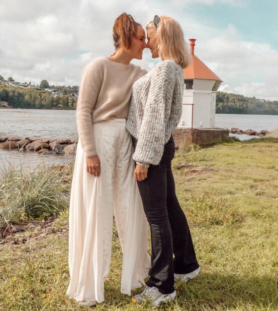 FORELSKET: Det er første gang influenserne er i et forhold med en annen jente. Foto: Privat