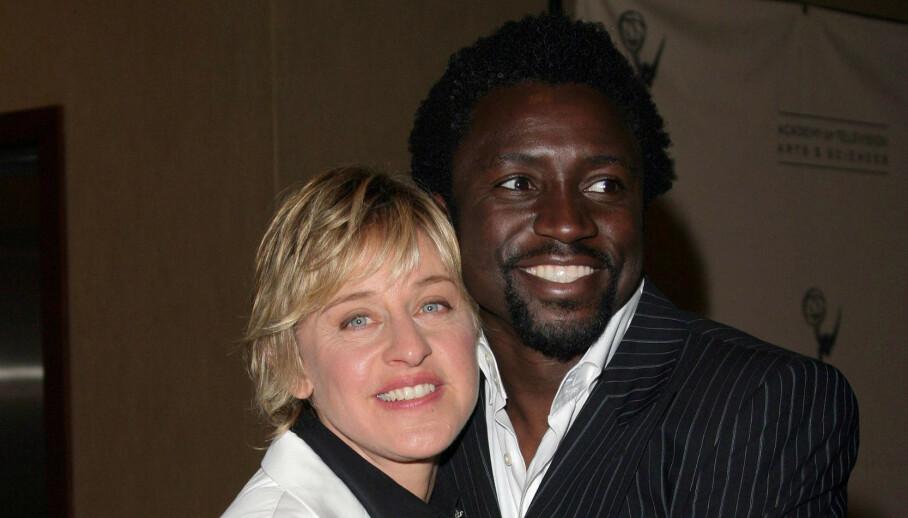 SNAKKER UT: Den tidligere DJ-en på «The Ellen DeGeneres Show», Tony Okungbowa, snakker nå ut om sin tid i programmet. Her her han med DeGeneres i 2005. Foto: NTB Scanpix