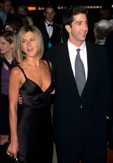 TIL SLUTT: Jennifer Aniston og David Schwimmers karakterer i «Friends» ender opp sammen. Før den tid dater derimot begge flere andre. Foto: NTB Scanpix