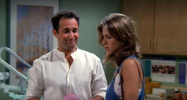 FORLOVET: Barry Farber, spilt av Mitchell Whitfield, var forlovet med Anistons karakter. Foto: Warner Bros.