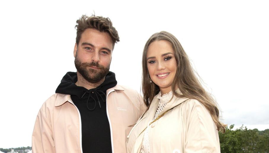 FORLOVET: «The Voice»-mentoren Martin Danielle og kjæresten Alexandra Backström har forlovet seg. Foto: Andreas Fadum / Se og Hør