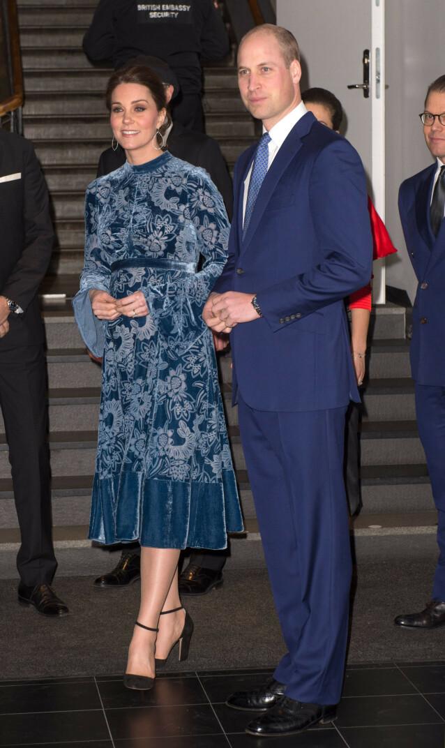 POPULÆR: Den flotte langermede kjolen har en prislapp på omtrent 30.000 kroner og ble utsolgt på kort tid. Foto: NTB scanpix