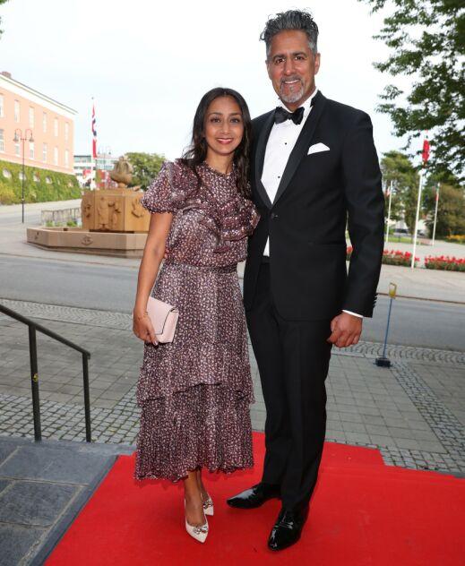 Kulturminister Abid Raja skal dele ut pris i kveld. Her med kona Nadia Ansar. Foto: Andreas Fadum / Se og Hør