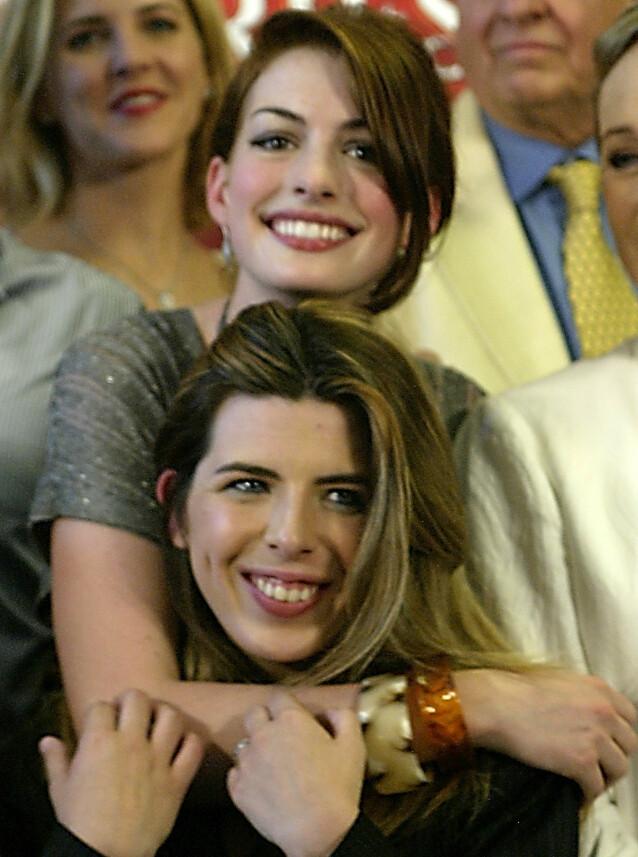 BESTEVENNER: Anne Hathaway og Heather Matarazzo spilte bestevenner på film. Her sammen i 2004. Foto: NTB scanpix