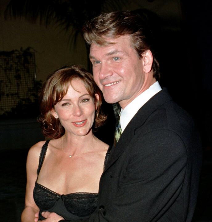 TI ÅR ETTER: Jennifer Grey og Patrick Swayze poserer sammen i forbindelse med en visning av «Dirty Dancing» i 1997 - ti år etter filmens premiere. Foto: Fred Prouser/ Reuters/ NTB