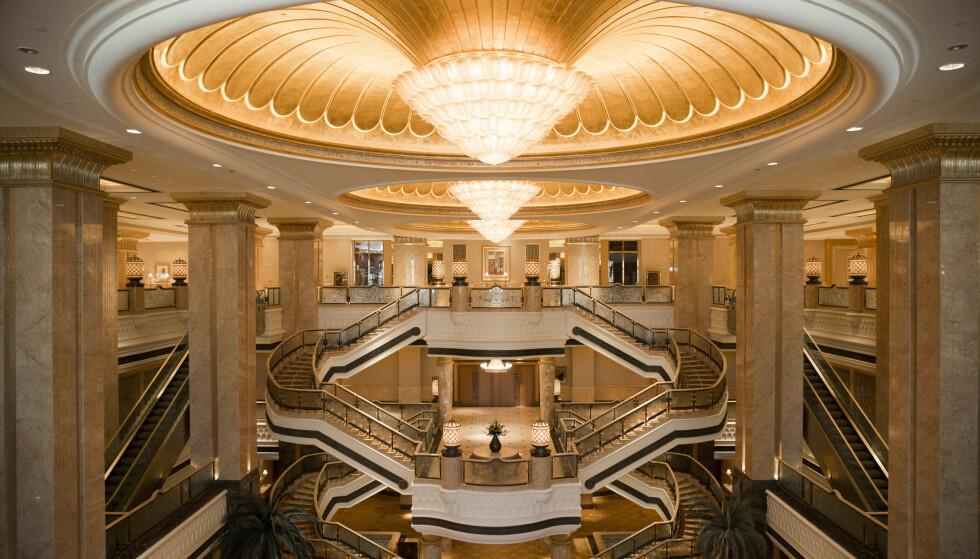 INNVENDIG: Hotellet oser av luksus, og kan blant annet skilte med hele 14 restauranter. Foto: NTB Scanpix